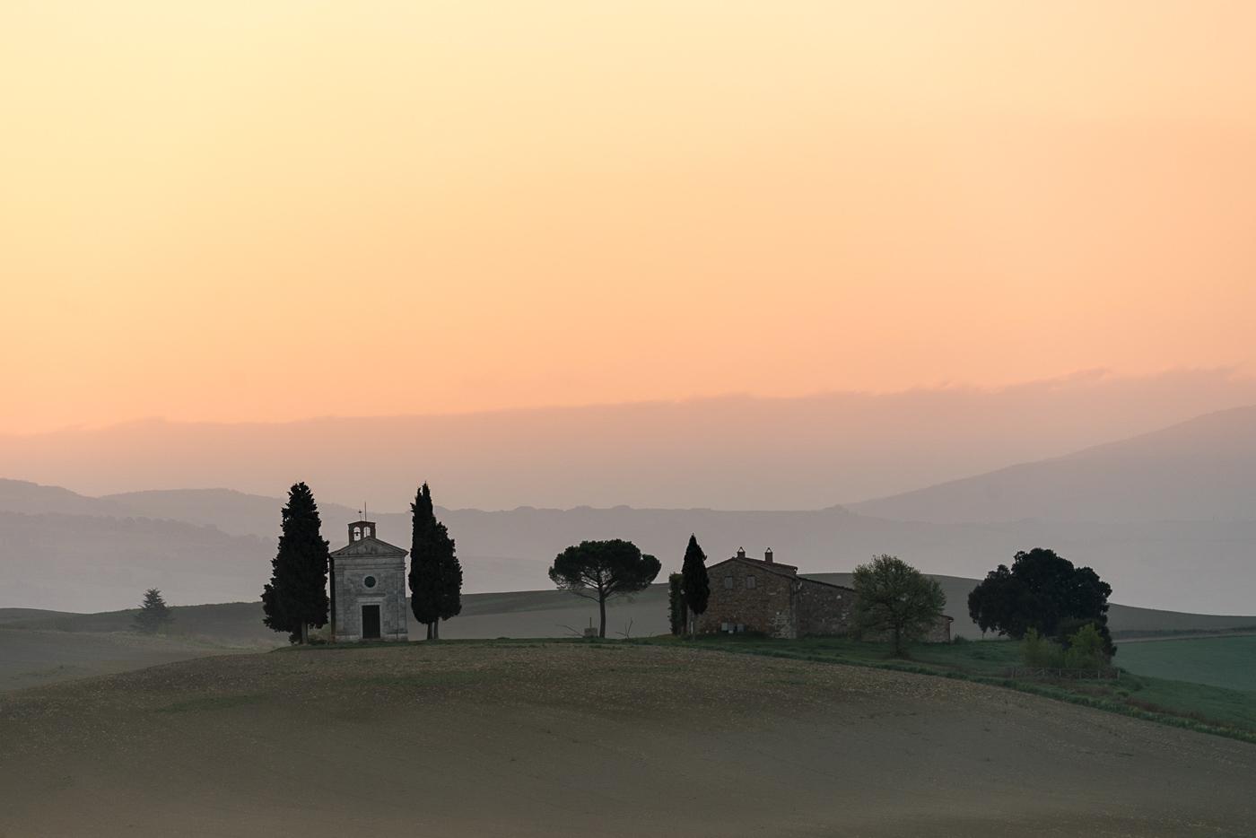 Sony a7R II. Cappella della Madonna di Vitaleta, San Quirico d'Orcia, Siena, Toscana.
